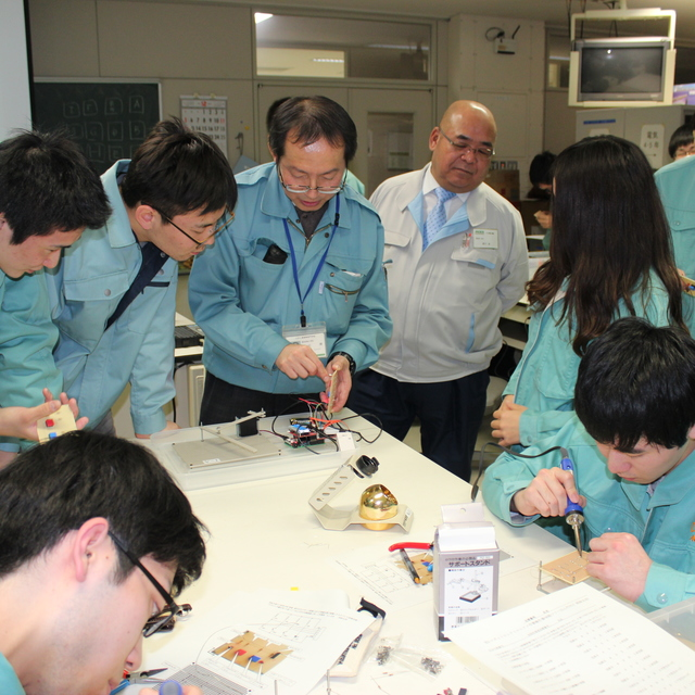 「-組み込みロボット授業における地域企業と連携したものづくり技術交流-」を実施しました。