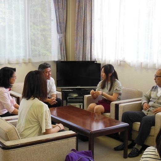 モンゴル(新モンゴル高専)での研修を終えた学生が校長に報告しました。