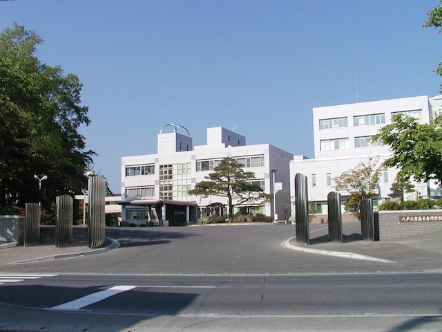 八戸高専外観